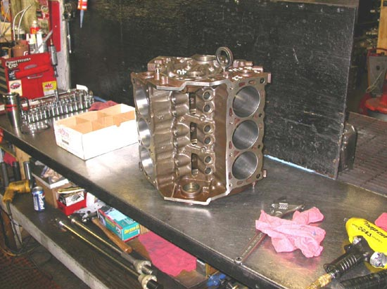 104_V6_remanufactured_engine_before_assembly